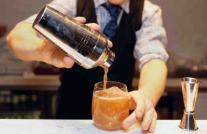 5 Best Bar Sets for your Kitchen