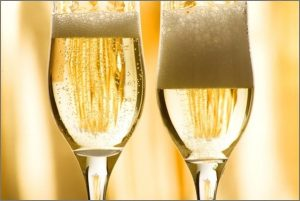 5 Best Champagne Glasses For Your Kitchen