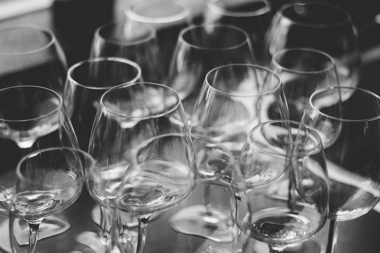 How to pack Glassware When You're Moving House: Wine, Shot & Crystal Glasses